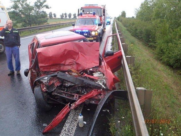 Ranní nehoda na I/16 u Velvar, zasahovali kralupští hasiči