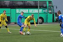 Varnsdorf (ve žlutém) v přípravě přehrál Velvary 1:0.