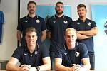 Volejbalisté Kladna se chystají na sezonu. Trenéři Milan Fortuník předtavil posily Gijse van Solkemu, Niklase Sepännena, Kristapse Platačse a Davida Hancocka. S nimi ještě Jan Kraffer