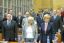 Renata Luxová (ve třetí řadě zcela vpravo) složila svůj mandát zastupitele Kladna.