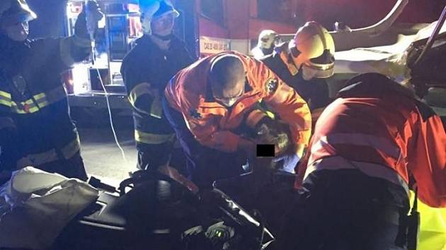 Záchranáři vyjížděli k vážné dopravní nehodě na D6.