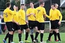Tuchlovice jedou, doma porazily i Jílové 2:0. Tady slaví branku Romana Hejduka.