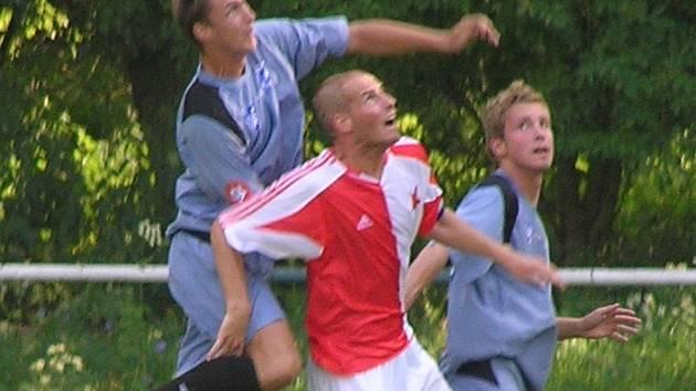 Lukáš Křeček (vlevo) vyhrál s Vlašimí ČFL, ale slánskému DFK k přímému postupu nepomohl.