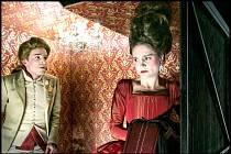 KLADENSKÝ SOUBOR v sobotu uvádí inscenaci Marie Antoinetta. Hra začíná v 18 hodin  v Divadle Lampion.