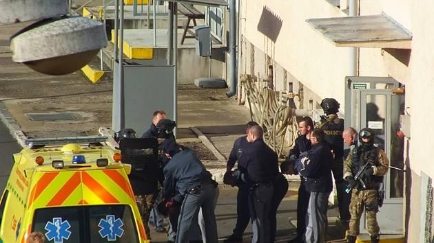 Cvičení integrovaného záchranného systému v kooperaci Vezeňské služby ve Věznici Vinařice.