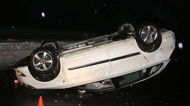 Mnoho dopravních nehod se stalo i ve čtvrtek, ale to trpěly jen plechy.