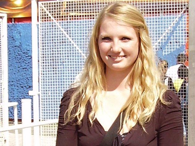 Studentka kladenské zdravotnické školy Sabina Trinerová se při záchraně člověka zachovala jako profesionálka.
