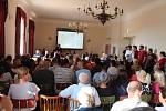 Hlasování o obchvatu města.