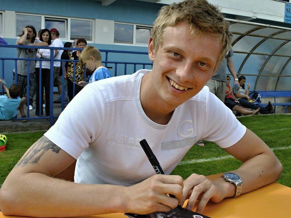 Ladislav Krejčí při autogramiádě.