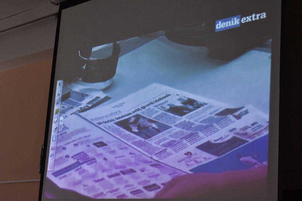 Deváťáci ze ZŠ v Ukrajinské ulici si vyzkoušeli, jak se dělají noviny.