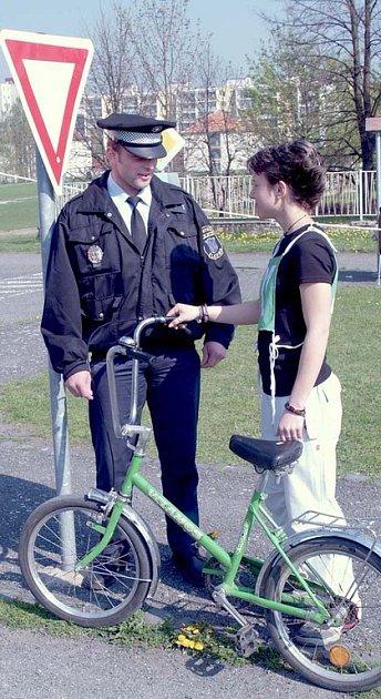 S příchodejm jara musí opět řidiči i chodci počítat s větším výskytem cyklistů.