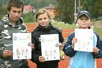 KDO HRAJE KULIČKY rozhodně nezlobí. Juniorští vítězové turnaje open v Srbech ze 3. října 2010 : Jakub Šlamiar, Praha; Denisa Jelínková, Srby; Ondřej Klos, Srby.