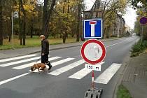 Uzavírka Ouvalovy ulice ve Slaném