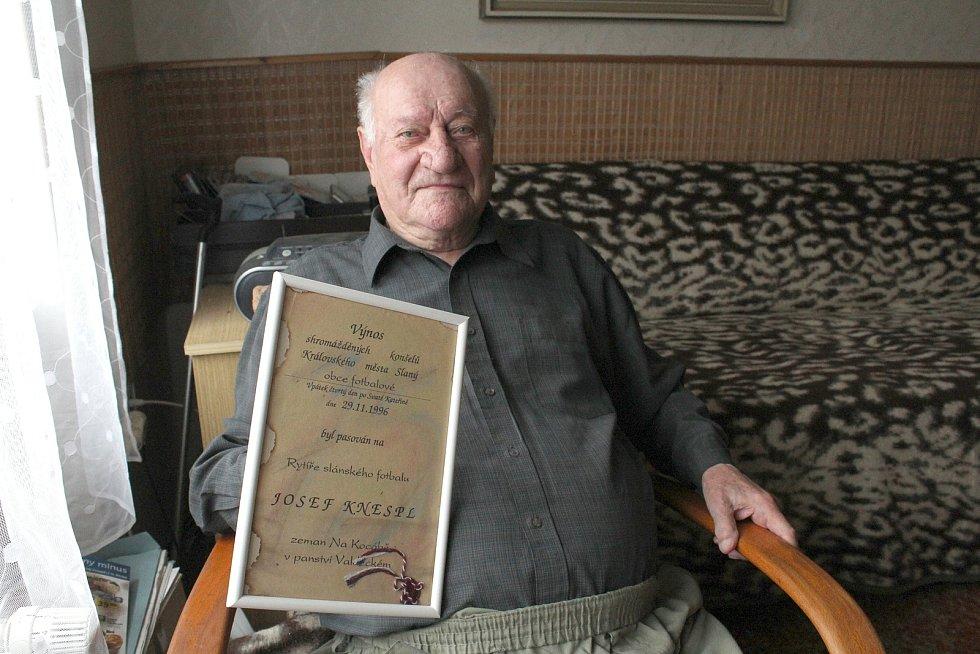 Legenda slánského fotbalu Josef Knespl s oceněním, jehož si váží - Rytíř slánského fotbalu