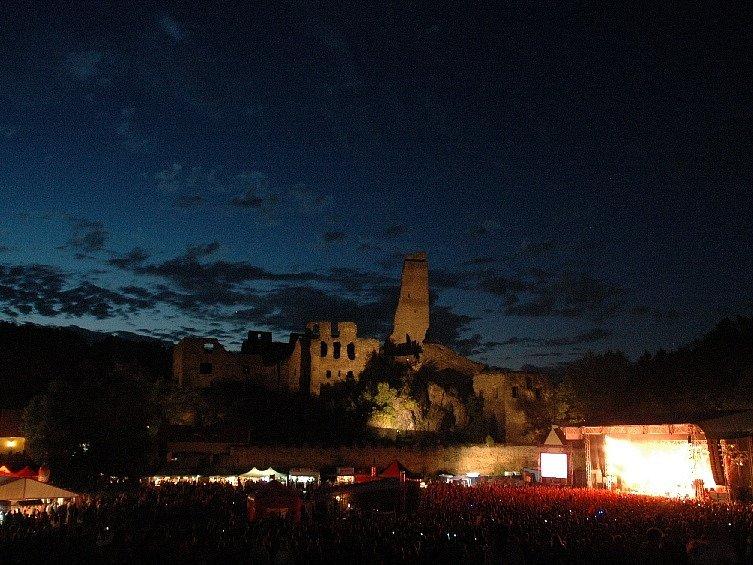 Atmosféra festivalu v podhradí je výjimečná.