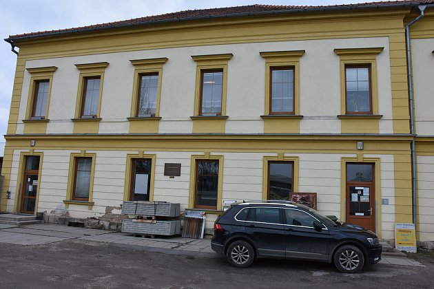 10. zastavení – Pražská ulice č.p. 617.Vtomto domě žil básník Ivan Krasko.