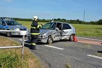 Vážná dopravní nehoda se stala na silnici mezi Smečnem a Kačicí.