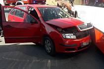 Nehoda auta a autobusu v Čelechovicích.