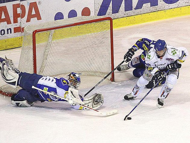 Martin Procházka a jeho poslední zápas v Kladně proti Brnu. Toužil dát gól, po ledě létal, ale ani tahle šance úspěchem neskončila.