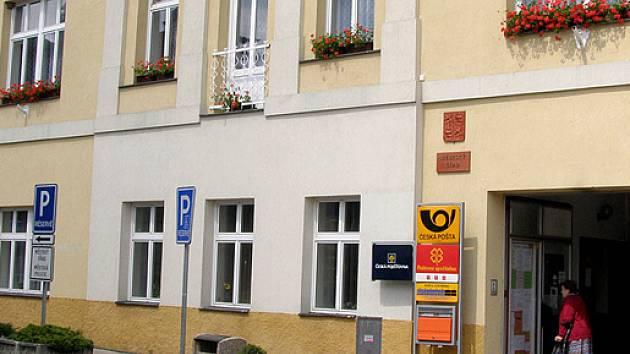 Policejní služebna sídlí v prvním patře Městského úřadu Smečno.Nejspíše už od října by zde měli zasednout tři smečenští strážníci.