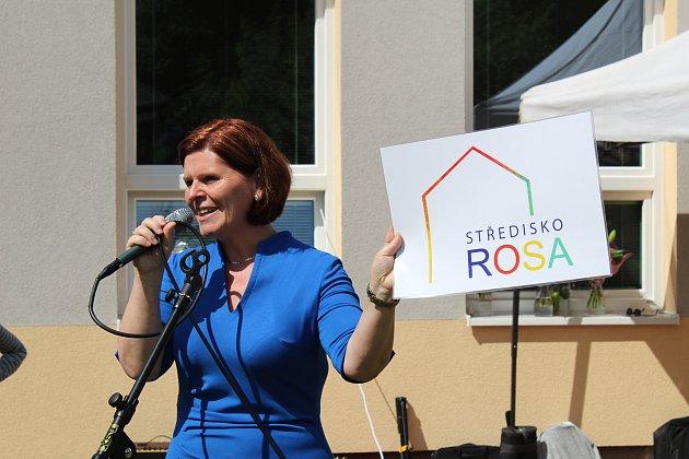 Kladenské Středisko ROSA, jehož cílem je pomáhat snižovat vlivy, které negativně působí na vývoj dítěte a rodinu, v úterý oslavilo pětadvacet let od svého založení.