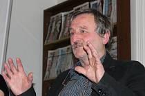 Václav Vodvářka při jedné ze svých přednášek.