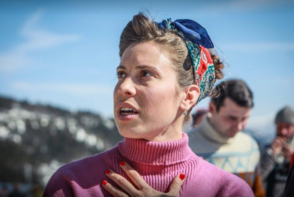 Česká snowboardcrossařka Eva Samková při natáčení filmu Poslední závod.