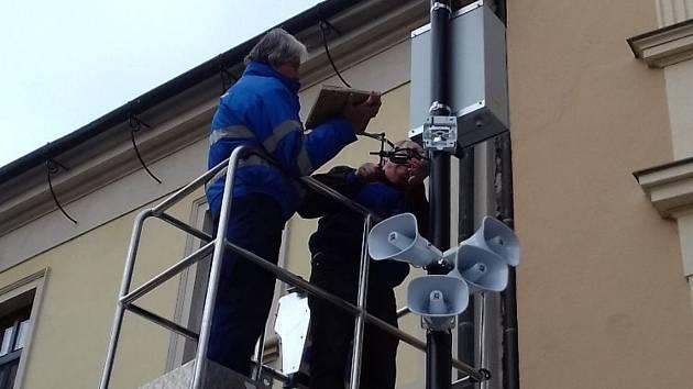 Kamerový bod střežící bezpečí Slaňáků se po letech přestěhoval.