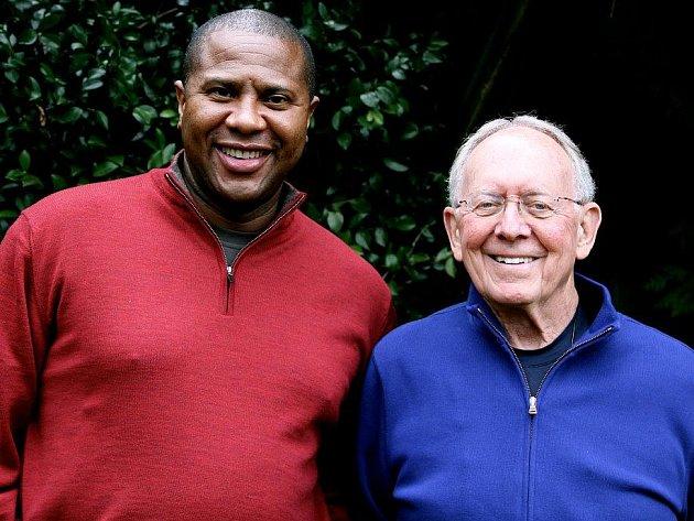 Vítěz NBA Herb Brown (vpravo) i kouč Nathan Holton jich mají v basketbalu nepřeberné množství.