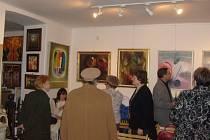 Galerie Ikaros Antik se stala vyhledávaným místem příznivců výtvarného umění znašeho regionu. Prosincová výstava je zde věnovaná známé výtvarnici Daniele Benešové.