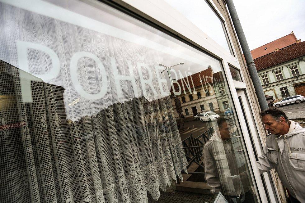Pohřební služba Fric ve Slaném. Na snímku Luboš Fric.