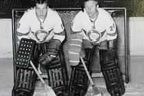 Miroslav Termer (vlevo) a Zdeněk Vojta tvořili brankářskou dvojici Kladno od 60. do začátku 70. let.