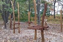 V lesoparku na Hájích vzniká nové lanové centrum.
