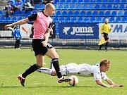 U míče Martin Novák /  SK Kladno - FK Roudnice nad Labem 1:2, utkání 23.k. CFL. ligy 2011/12, hráno 14.4.2012