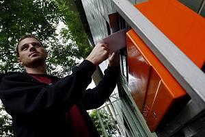 Vedení České pošty rozhodlo, že k rušení třech z pěti poštovních schránek ve Smečně nakonec nedojde.