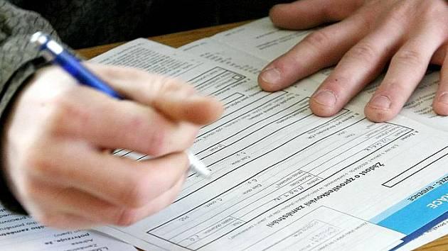 Na kladenském úřadu práce bylo k poslednímu březnu evidováno 8003 lidí.