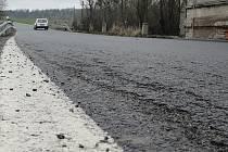 Silnice mezi Kladnem a Velkou Dobrou tuhou zimu nevydržela. Přitom byla opravena a slavnostě otevřena před pouhými devíti měsíci.