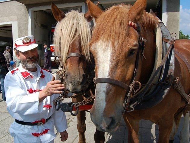 Velvarští dobrovolní hasiči v sobotu oslavili 145. výročí od svého vzniku.