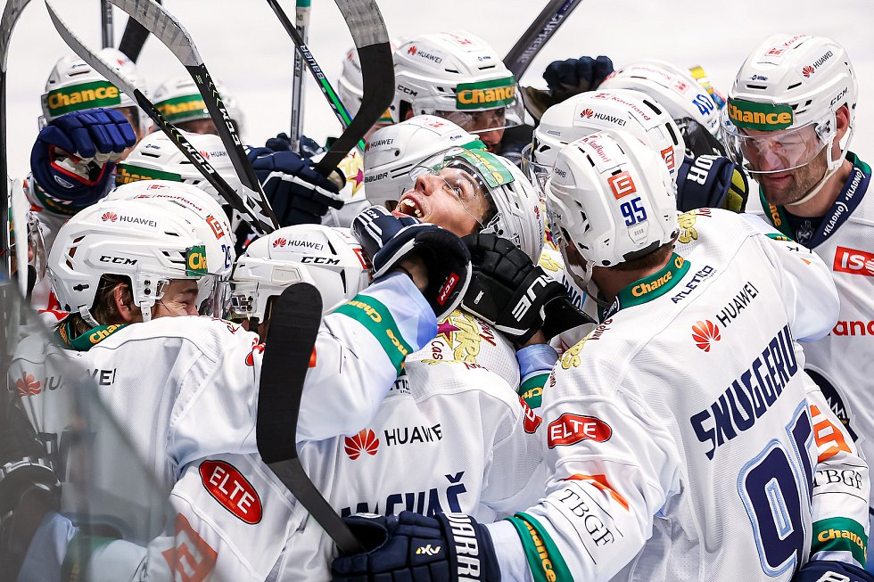Kladno slaví postup do finále Chance ligy. Rozhodující trefu dal Tomáš Plekanec, takhle slavil celý tým.