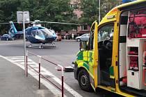 Ve Slaném srazilo 18. srpna 20212 auto chlapce. Letěl pro něj vrtulník, který přistál na křižovatce v Žižkově ulici.