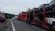 Uzavření silnice I/7 u Slaného způsobilo ve čtvrtek dopoledne ve městě doslova dopravní kolaps