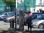 Ve Slaném můžete platit parkovné nově přes mobil.