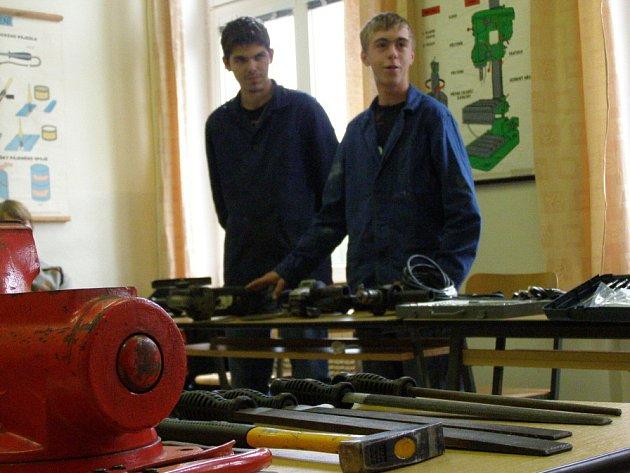 Studenti vrapického učiliště dostali novou počítačovou učebnu.Součástí byla i prezentace jednotlivých oborů.