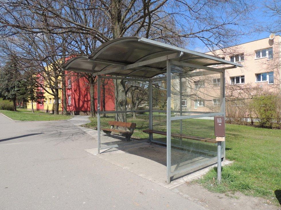 Autobusová zastávka v Kladně-Rozdělově.