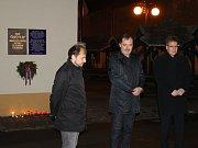Vzpomínková akce u pamětní desky obětem komunistického režimu ve Slaném.