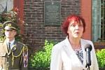 JAN VELLA odešel z domu v Březinově ulici na Výhybce bojovat proti okupantům. Zahynul tragicky v roce 1945. Aktu odhalení pamětní desky se zúčastnila i jeho vnučka Alice Kopřivová.