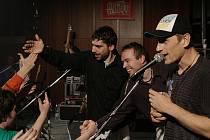 Kapela Wohnout v Kladně opět zaválela. Kdo přišel nelitoval. Také se křtilo nové 2CD Best Of ...