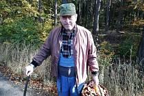 Nejen houby, ale i covid opatření lákají lidi do lesů.