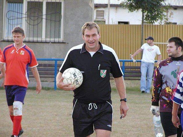 Karel Jandák nastupuje na plac.
