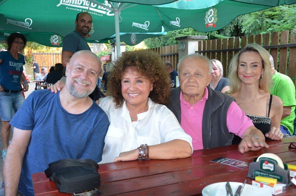 Pocta Freddiemu Mercurymu a legendám stolního tenisu v Libčicích nad Vltavou.